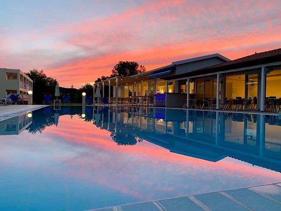 Η πισίνα στο Zante Star