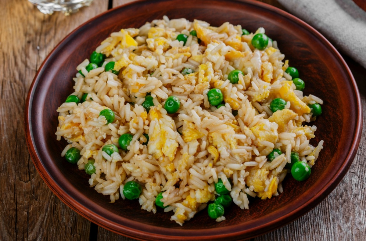 Τηγανιτο ρύζι με λαχανικά κι αυγό