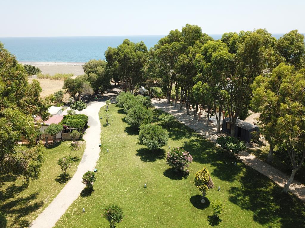 ο υπέροχος καταπράσινος κήπος του ξενοδοχείου