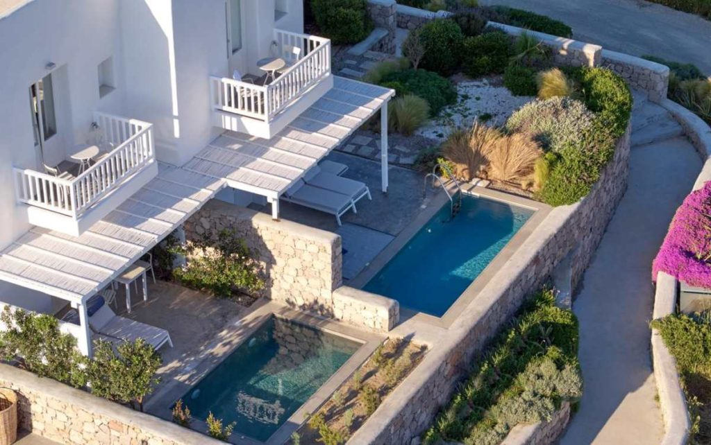 Milos Breeze Boutique Hotel από ψηλά