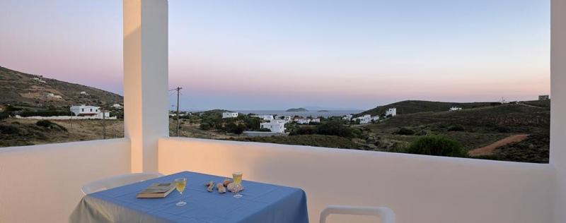 Θέα από το μπαλκόνι στα Spanos Apartments