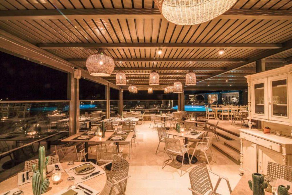 Aeolis Tinos Suites εστιατόριο