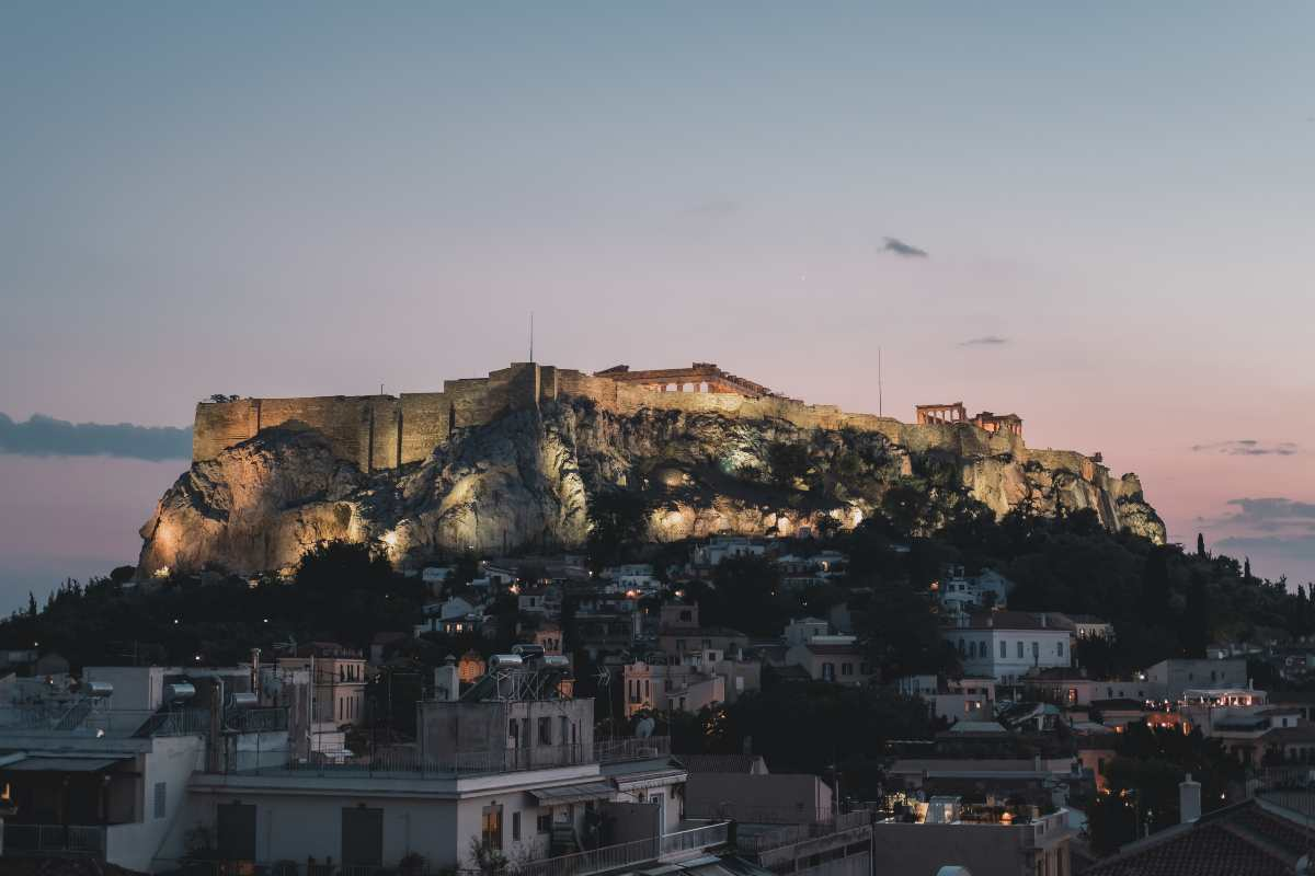 12+1: Υπέροχες βόλτες στην Αθήνα βράδυ & πρωί