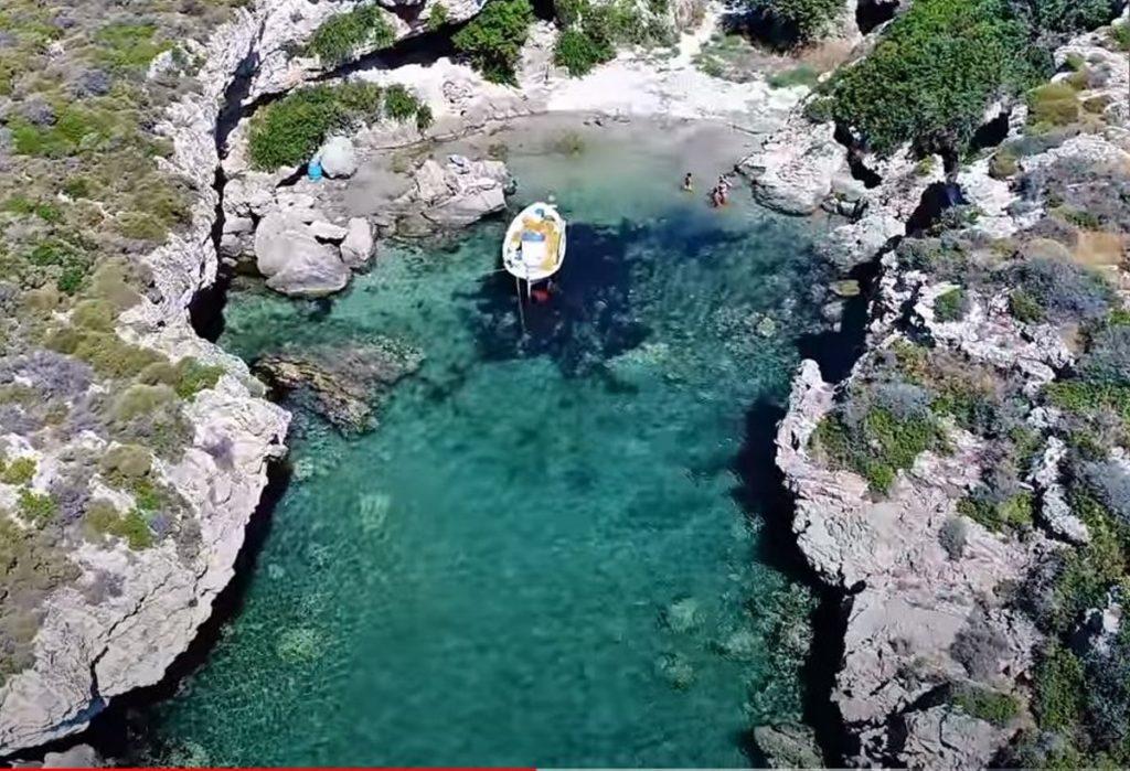 """Η πιο """"πριβέ"""" παραλία της Ελλάδας σε ένα υπέροχο βίντεο!"""