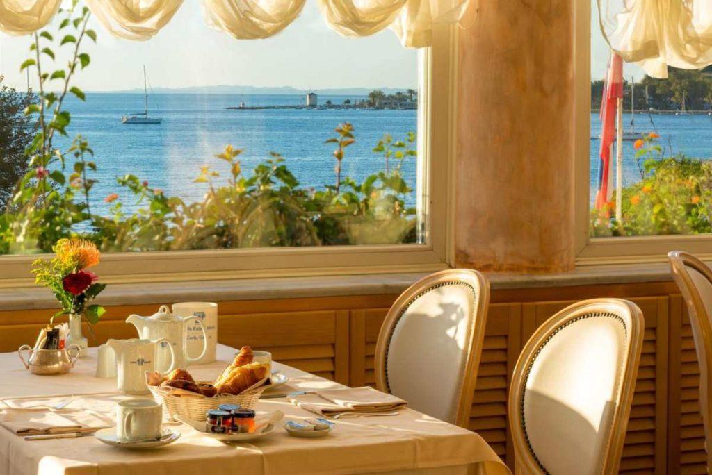 Corfu Palace Hotel, εστιατόριο με θέα
