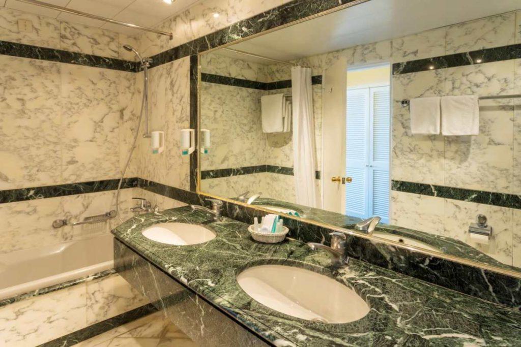 Corfu Palace Hotel, μπάνιο