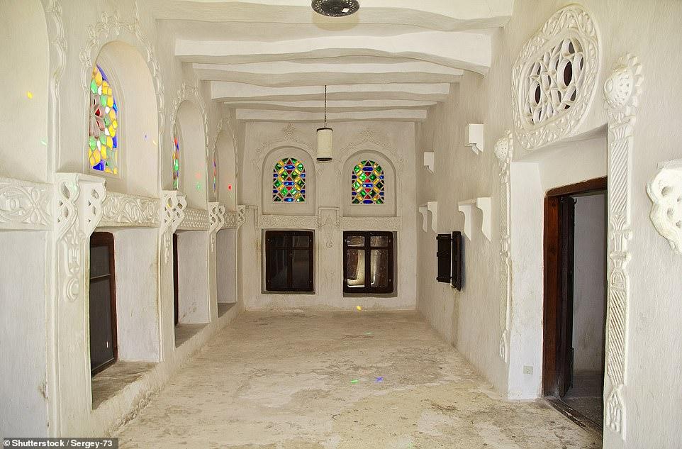 Dar al Hajar λευκοί τοίχοι