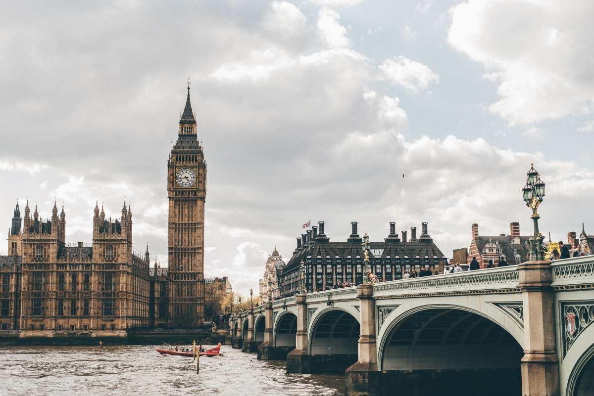Άνοιγμα συνόρων: Ξεκινούν οι απευθείας πτήσεις από την Μ. Βρετανία