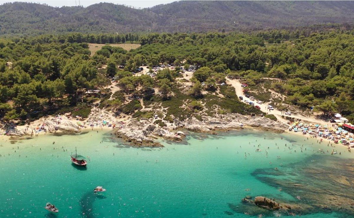 Η εξωτική παραλία Καβουρότρυπες στην Χαλκιδική