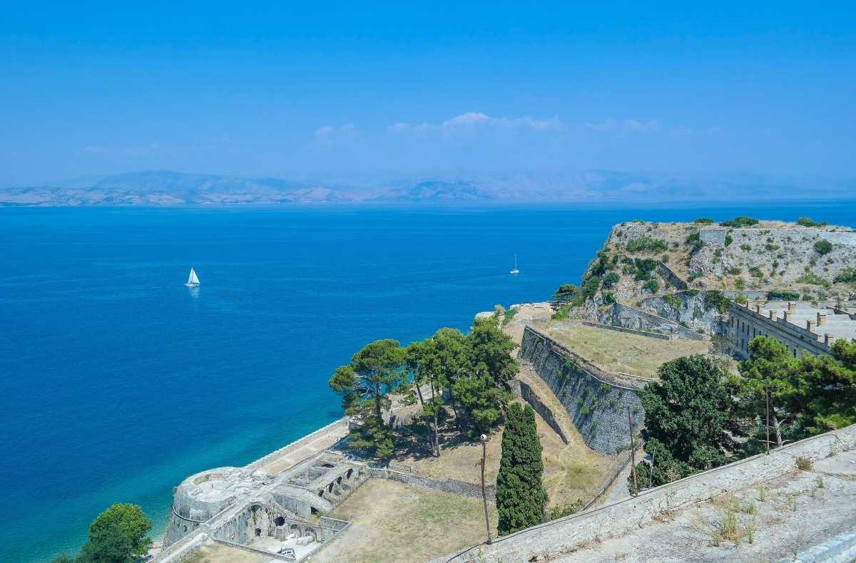 24 σοβαροί λόγοι για να πάμε φέτος Κέρκυρα. Ξεκινάμε με τις παραλίες…