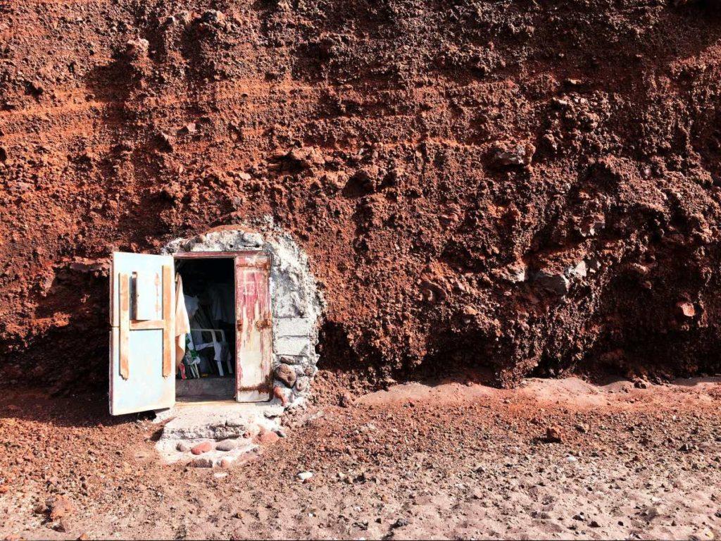 Κόκκινη Παραλία πόρτα, Σαντορίνη