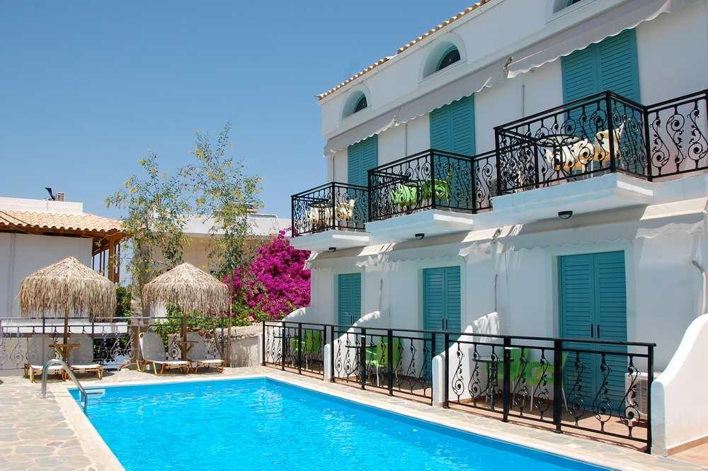Ξενοδοχείο Αλεξάνδρα πισίνα, Αγκίστρι