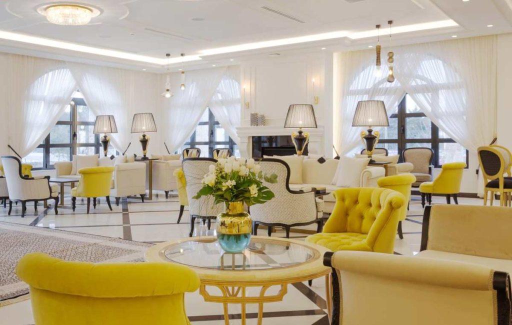 Kyniska Palace Conference & Spa κίτρινες καρέκλες