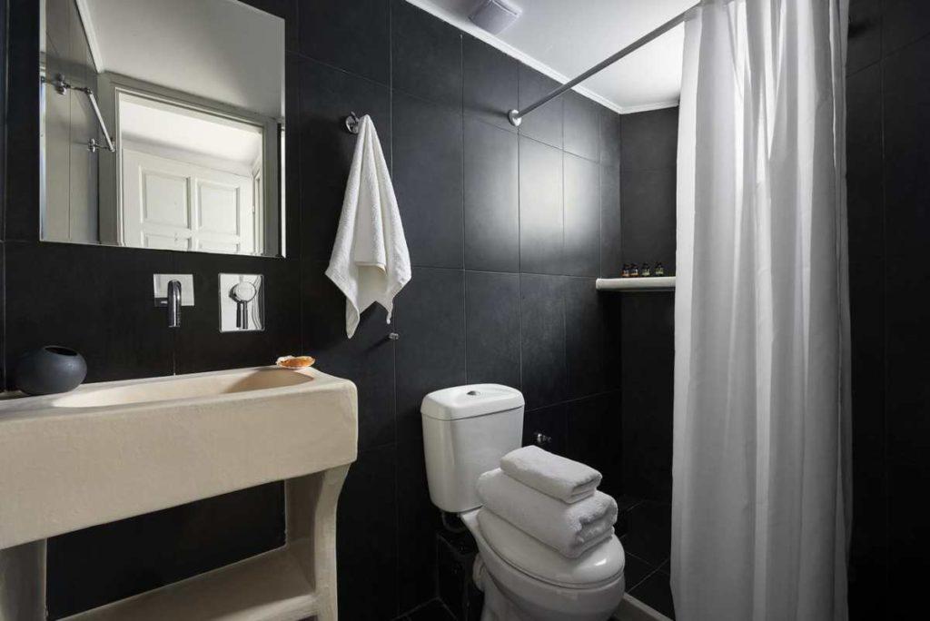 Kythnos Bay Hotel μπάνιο