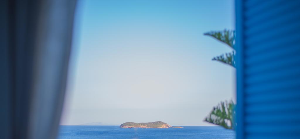 Η θέα στη θάλασσα από δωμάτιο του Ostria