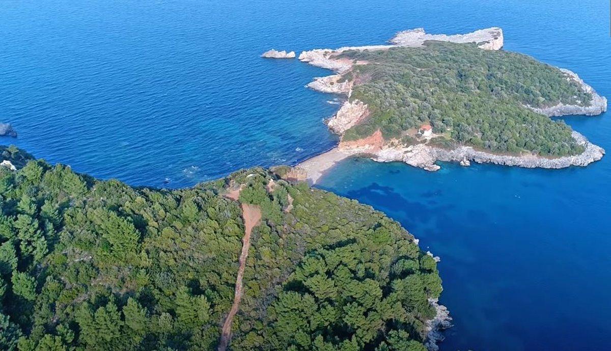 Η διπλή παραλία στη Βόρεια Εύβοια, ο Άγιος Βασίλειος