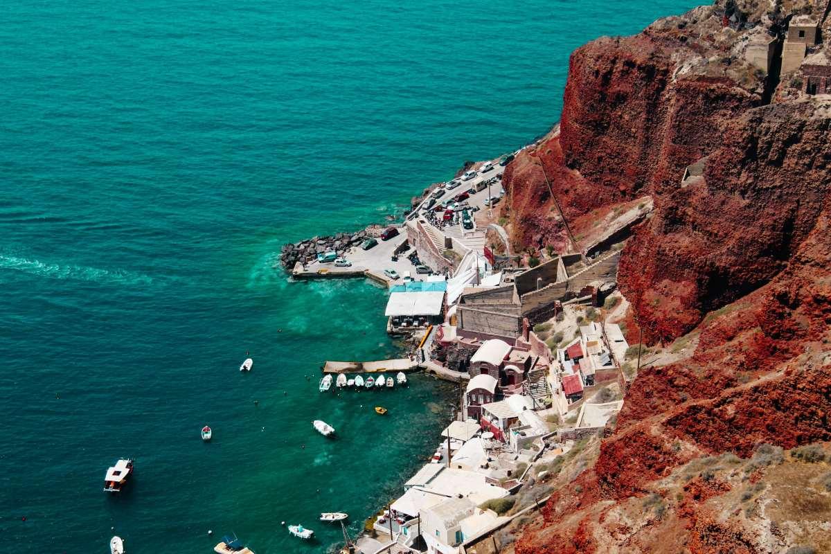 Παραλία Αρμένη, Σαντορίνη