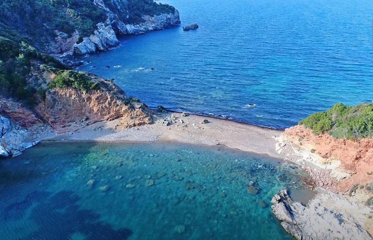 Ο Άγιος Βασίλειος, μια υπέροχη παραλία στην Βόρεια Εύβοια