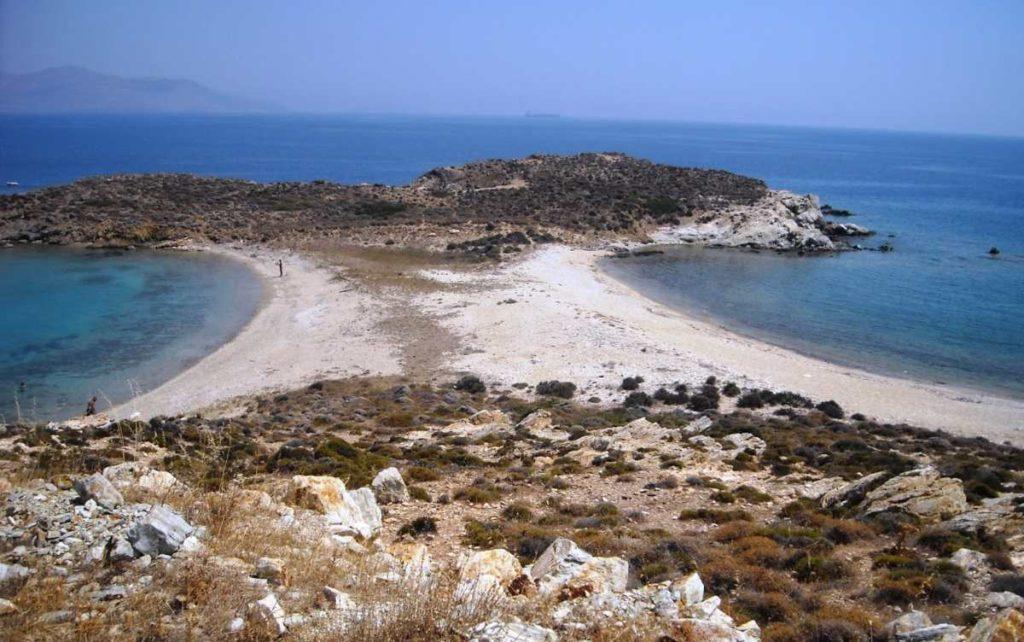 Διπλή παραλία στην Κάρυστο