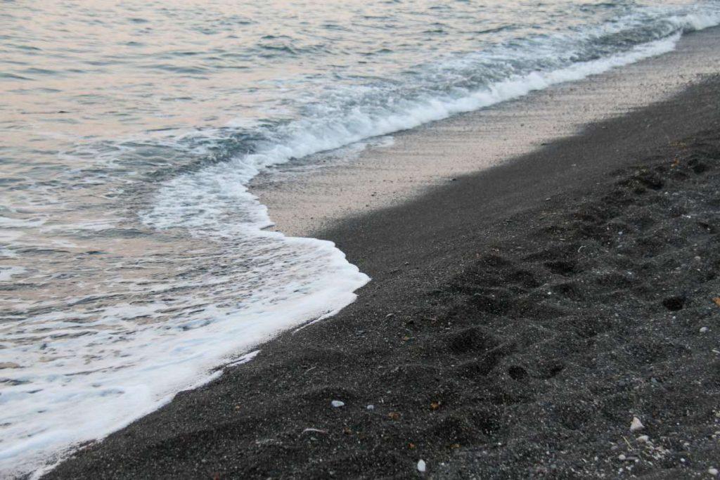 Παραλία Περίσσα, Σαντορίνη
