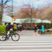 Ποδηλάτης στον δρόμο