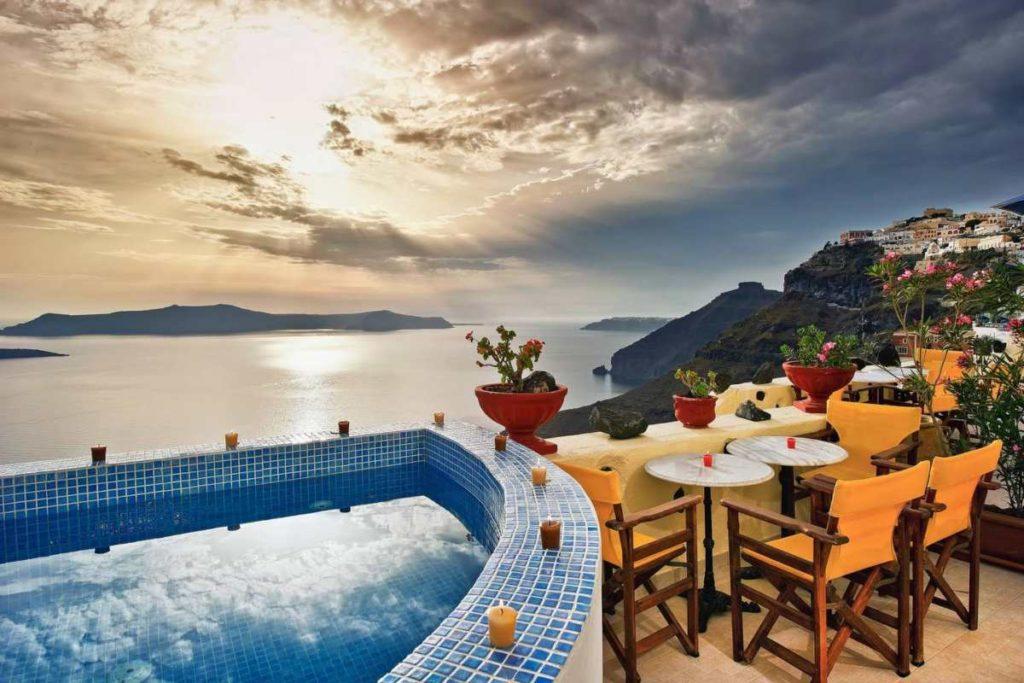 Σαντορίνη θέα με πισίνα