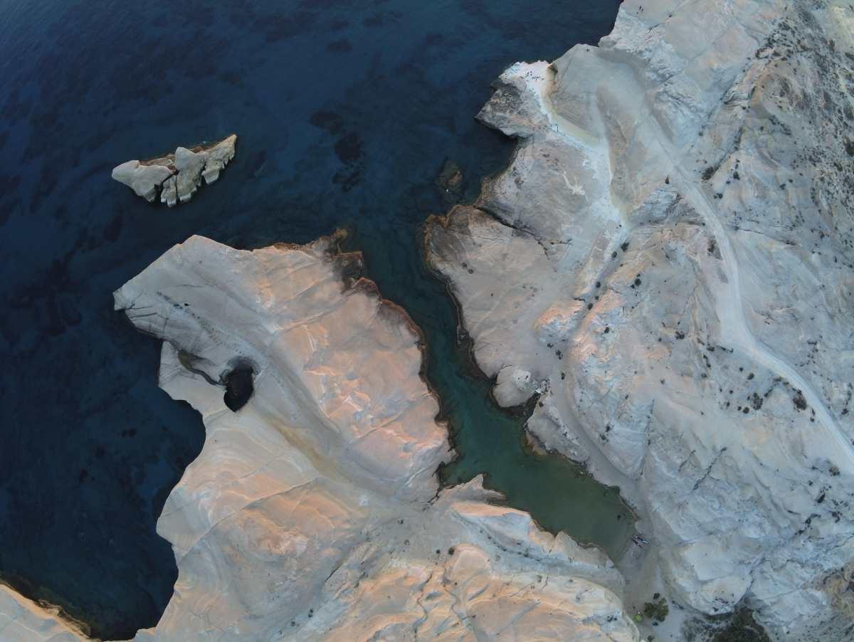 3 ελληνικά νησιά με σεληνιακό τοπίο που όμοια τους δεν συναντάμε παγκοσμίως