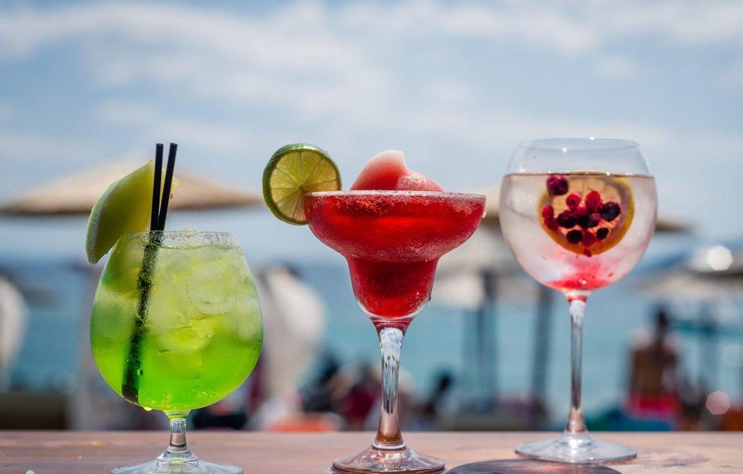 Κοκτέιλ, Tortuga Beach Bar Λουτρά Ωραίας Ελένης