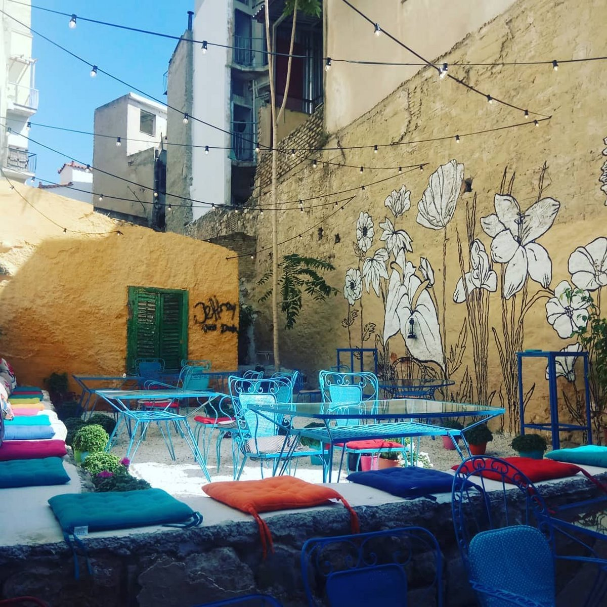 Urban Garden Bar αυλή