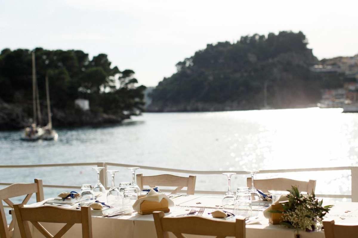 Villa rosa τραπέζι για φαγητό