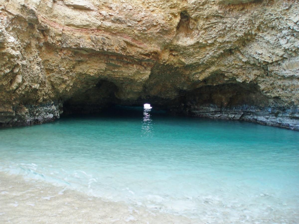 Το όνομα της η παραλία Γάλα το πήρε χάρη στην γαλακτώδη απόχρωση που αποκτά το νερό