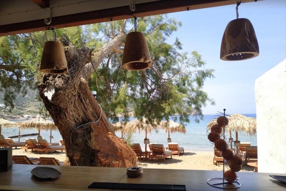 beach bar nostos στο βαθυ σιφνου μπαρ