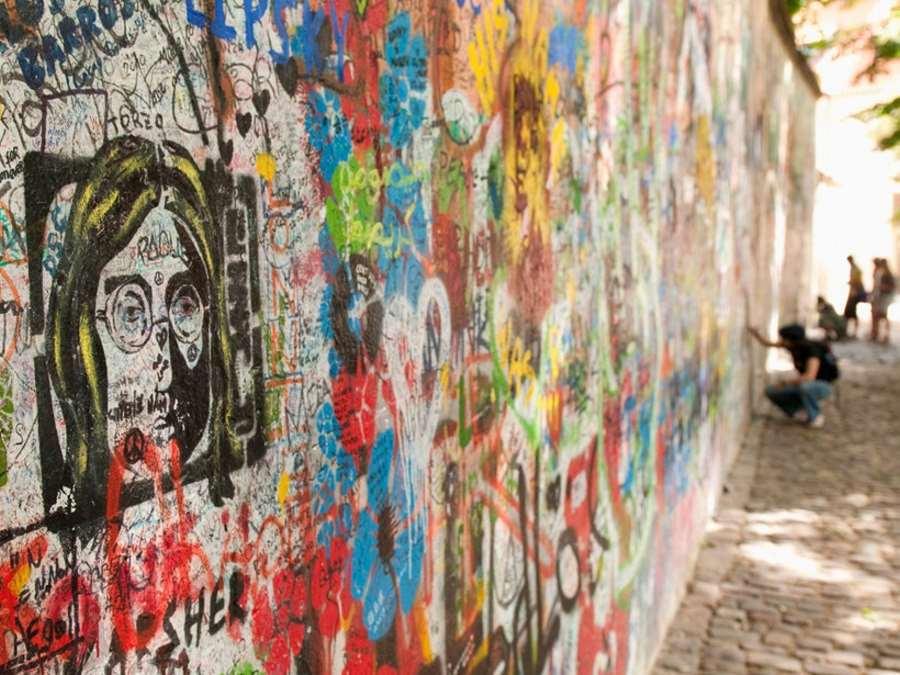 Ο τοίχος του John Lenon, Πράγα