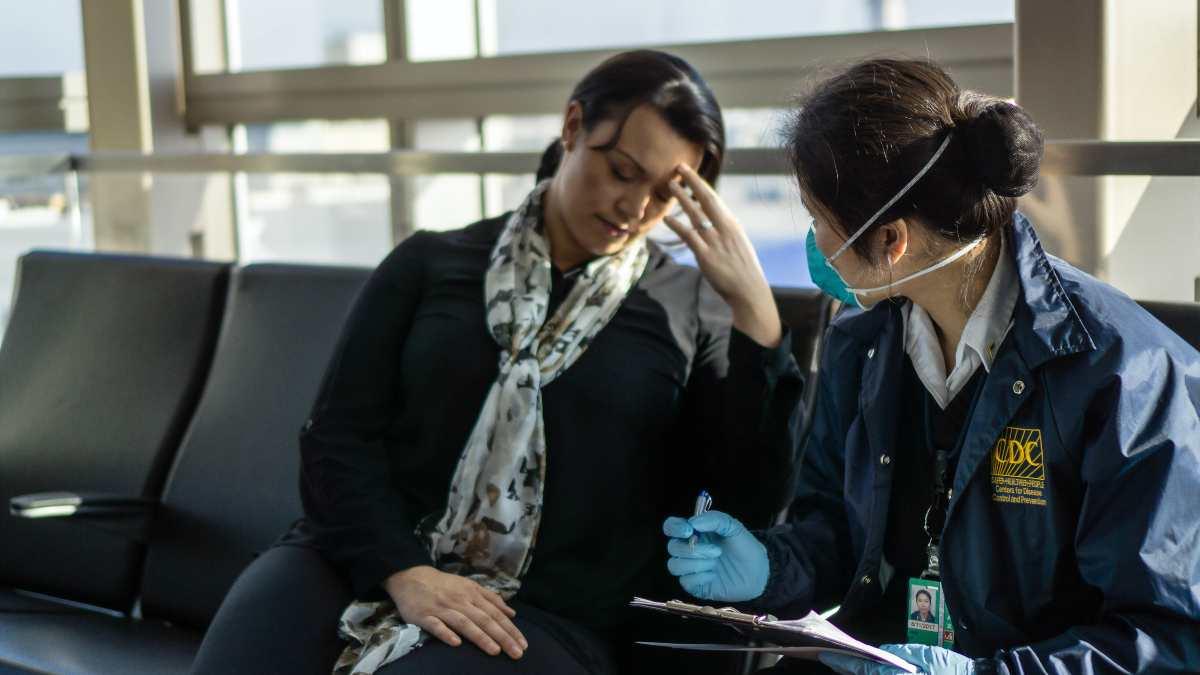 Έλεγχος γυναίκας στο αεροδρόμιο