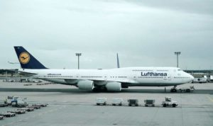 Lufthansa: Προχωρά σε απολύσεις διευθυντικών στελεχών & περικοπές εργαζομένων