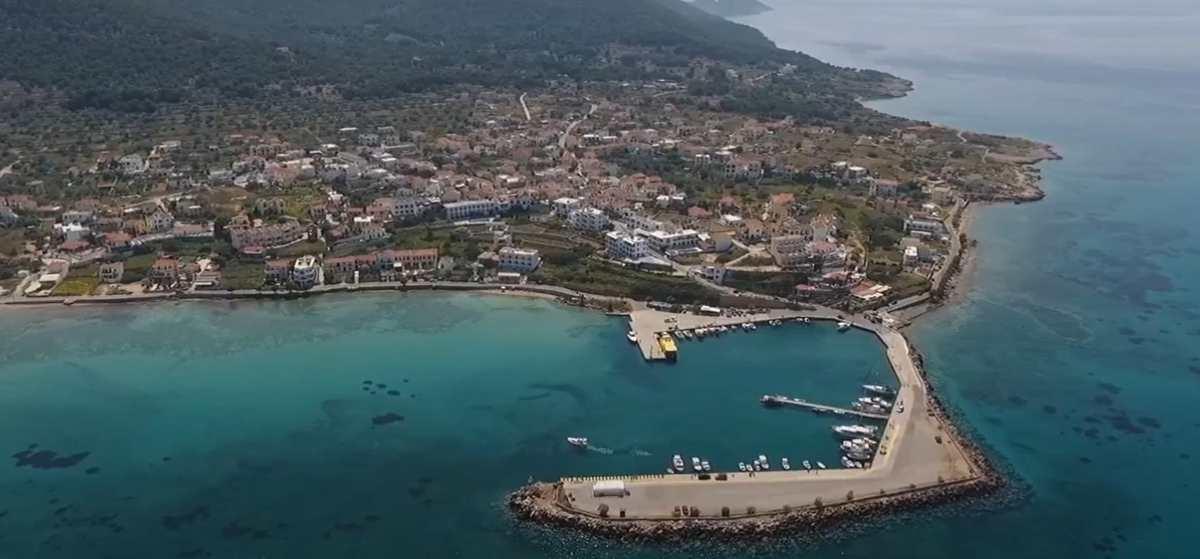 Ένα οικονομικό νησί με εξωτικές παραλίες, που μαγεύει τους επισκέπτες του – μόλις μια ώρα από την Αθήνα!
