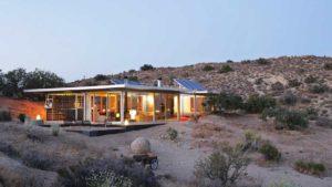 Είναι το ξενοδοχείο ή το Airbnb πιο ασφαλές την εποχή της πανδημίας; Τι λένε οι ειδικοί & τι συμβουλεύουν
