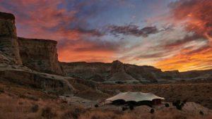 Μια διαφορετική-πολυτελής κατασκήνωση στην μέση της ερήμου (φωτογραφίες)