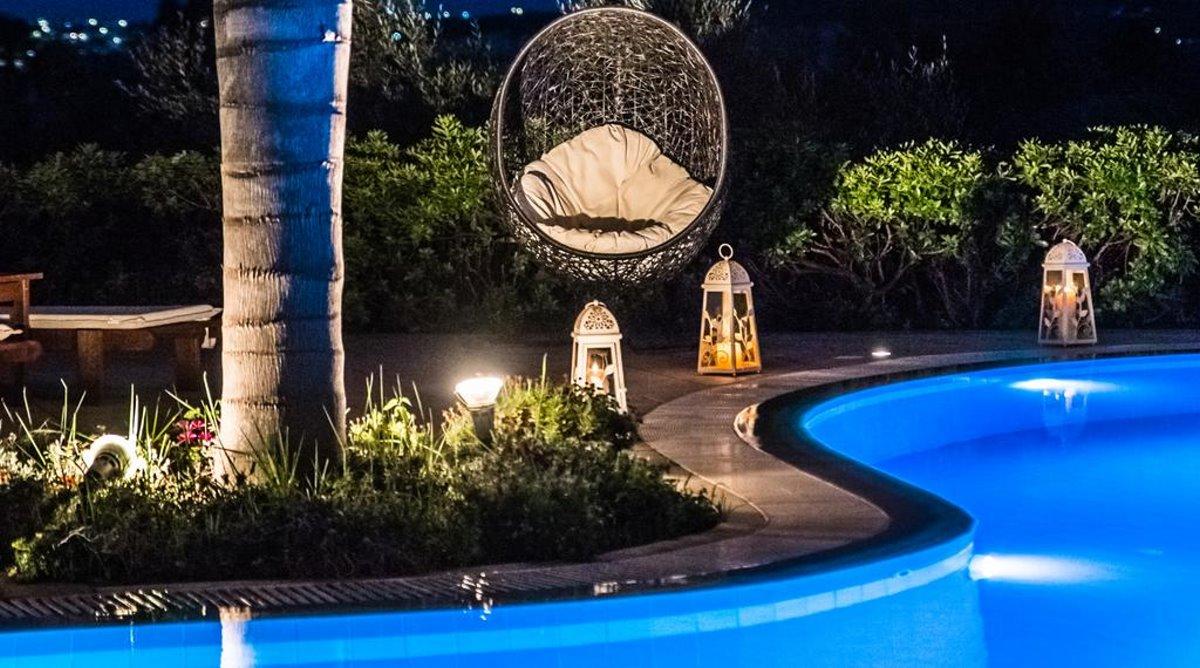 Colonides φωτισμένη πισίνα