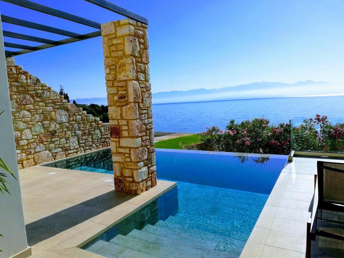 Colonides beach πισίνα με θέα 2