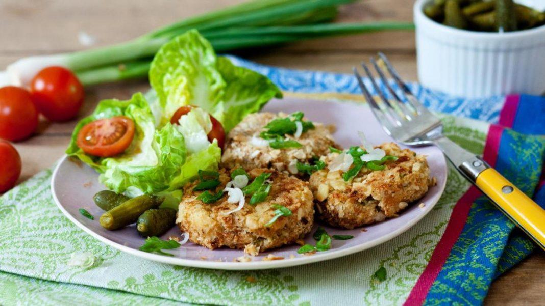 ψαροκροκέτες με σαλάτα