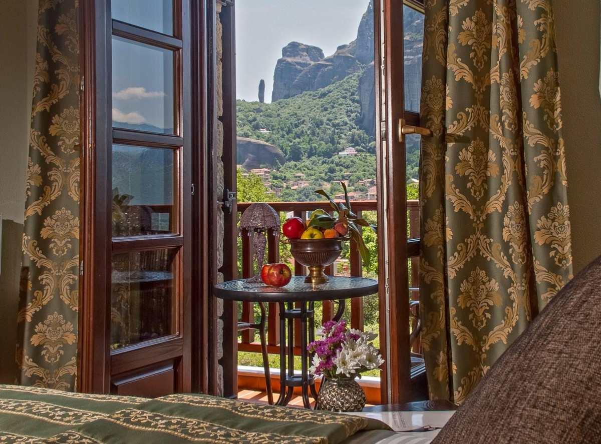 Μετέωρα: Ανακαλύψτε το ξενοδοχείο με θέα που κόβει την ανάσα, από τον Τάσο Δούση!