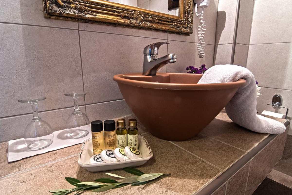 Hotel Doupiani House μπάνιο