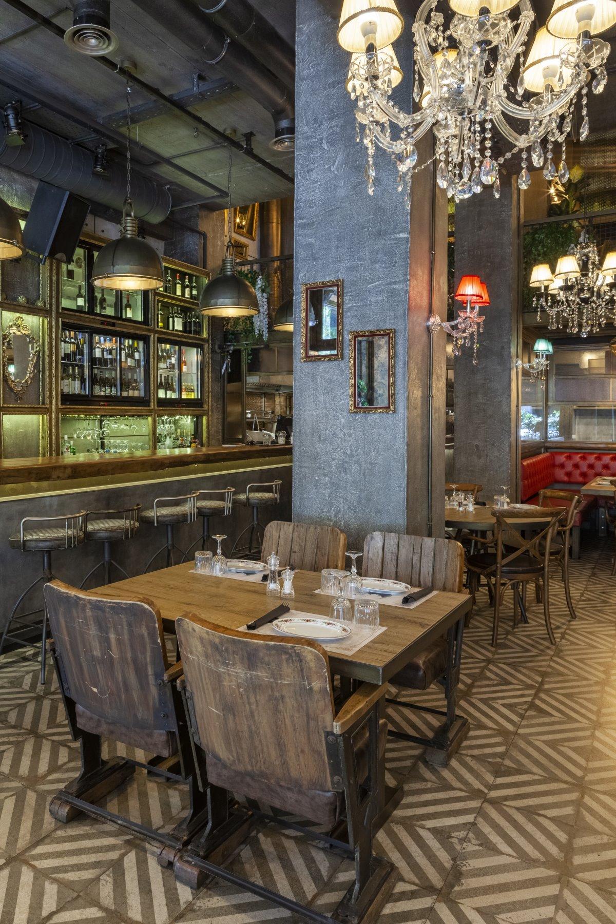 Κομψός και σικ ο εσωτερικός χώρος, του ιταλικού εστιατορίου Italida στον Πειραιά