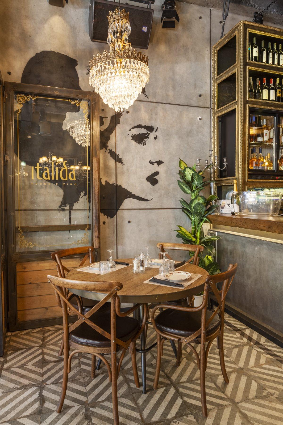 Μια όμορφη γωνιά στο εστιατόριο Italida στον Πειραιά