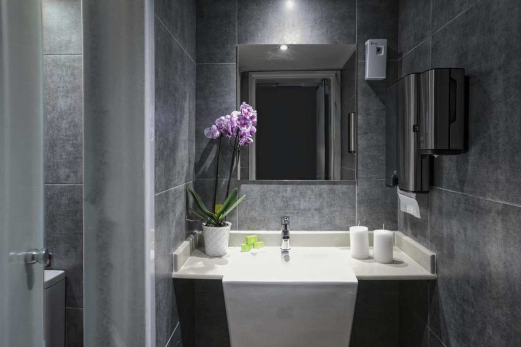 La Piscine Art Hotel μπάνιο