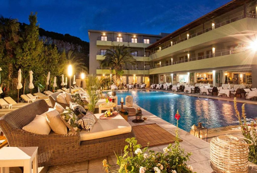 La Piscine Art Hotel το βράδυ