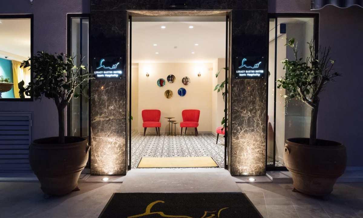 Legacy Gastro Suites, είσοδος