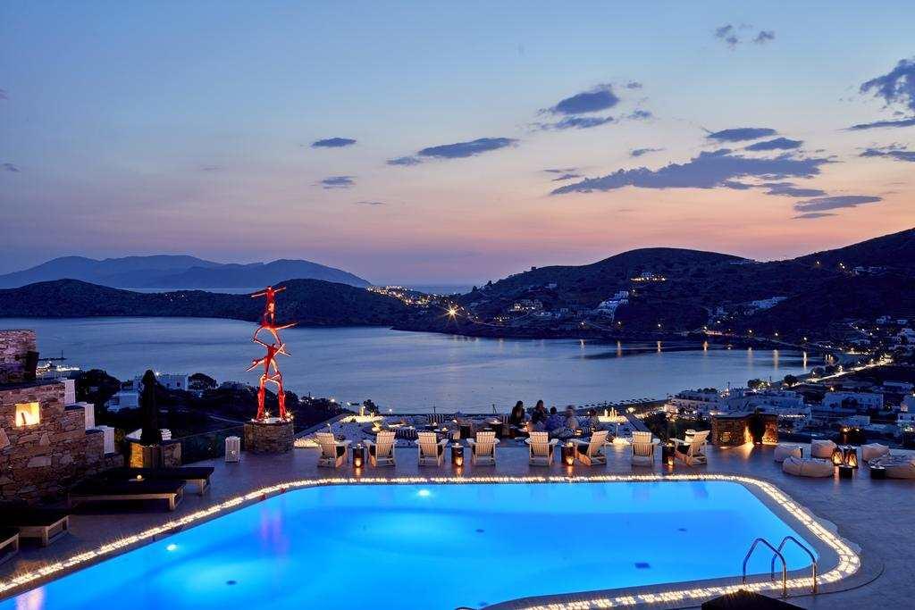 Φύγαμε για διακοπές στην Ίο, σε ένα ονειρικό ξενοδοχείο από τον Τάσο Δούση!