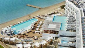 Κάντε ένα ταξίδι σε ένα πεντάστερο ξενοδοχείο στο Πόρτο Χέλι με τον Τάσο Δούση!